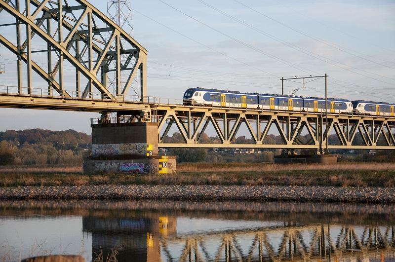 Trein staat 3 uur lang stil tussen Breda en Rotterdam