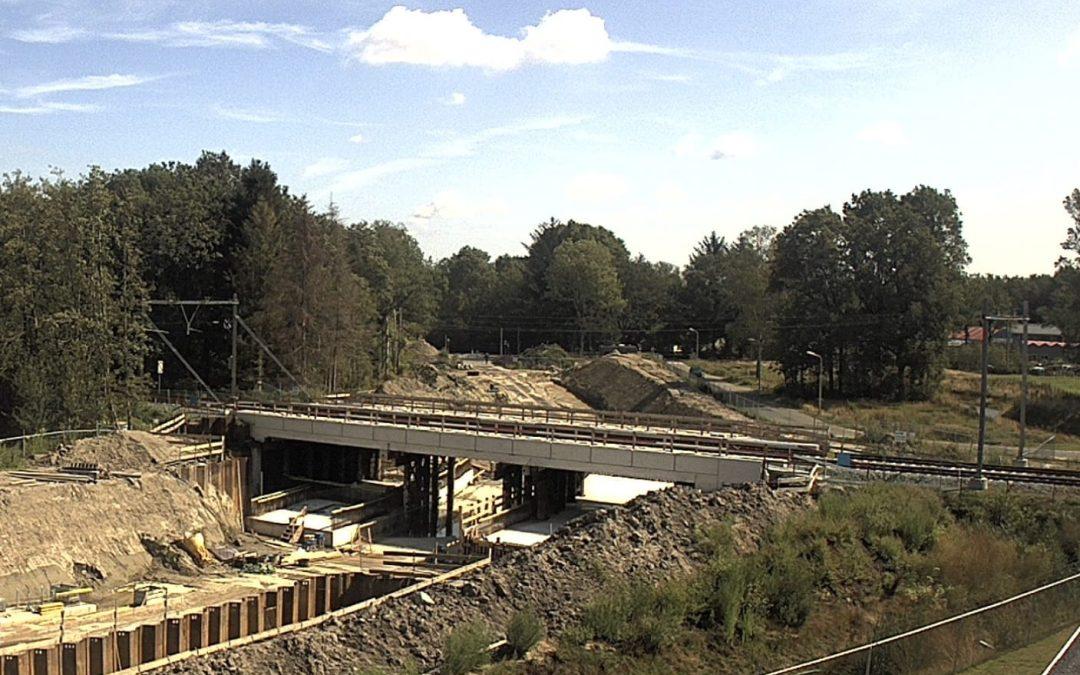 Nieuwe spoorbrug De Maten in Assen